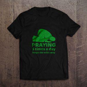 MILLENNIALS PRAYING